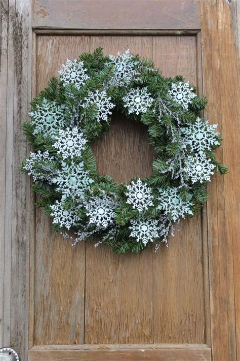 18 Chilly Handmade Winter Wreath Designs For Your Front Winter Wreaths For Front Door