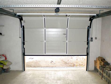 porte de garage sectionnelle avec portillon 2372 store coffre dauphin 233 stores et fermetures dauphine stores