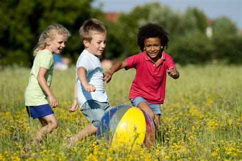 childrens play play outside sunlight reduces chances of myopia in