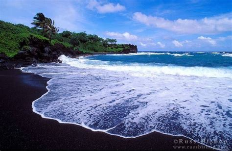 black sand beaches hawaii black sand beach maui hawaii hawaii pinterest