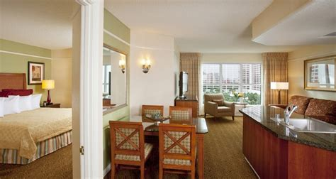 one bedroom suites in las vegas las vegas hotels hilton grand vacations at the flamingo