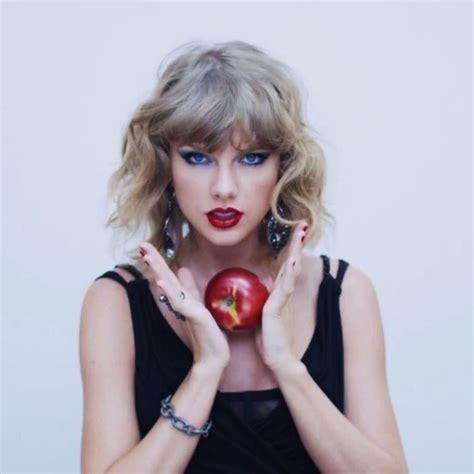 taylor swift and apple music taylor swift has apple music in the palm of her hand