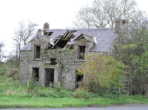 image of a house derelict house at raw 169 kenneth allen geograph ireland