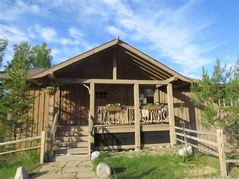 cabin yellowstone 11 dreamy yellowstone cabins you can rent for your next