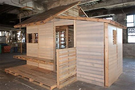Cabin Out Of Pallets by Building A Cabin From Pallets Pallet