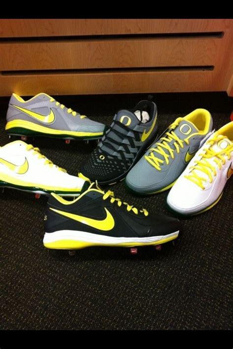 oregon ducks football shoes oregon ducks unveil new nike baseball cleats for 2013