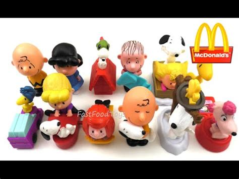 Happy Meal Snoopy Peanut Periode I 2015 mcdonald s the peanuts complete set of 12 happy