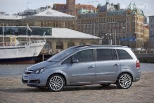 Opel Zafira Reviews Opel Zafira 16 Photos News Reviews Specs Car Listings