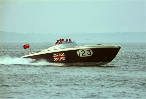 boat us unlimited vs unlimited gold 1000 images about man vs speed on pinterest sidecar
