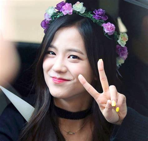 kim taehyung jisoo image kim jisoo leaving inkigayo 4 png black pink wiki