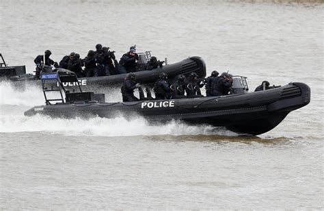 river thames inflatable boat london police simulate river thames boat hijacking