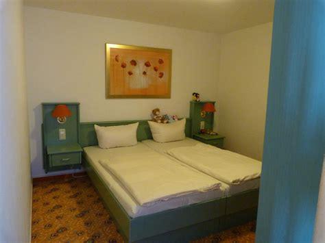 schlafzimmer ohne fenster bild quot urlaub mit den lustigen r 228 ubern quot zu ifa sch 246 neck