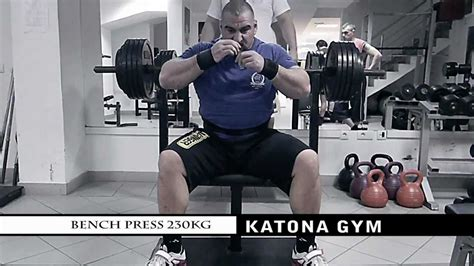 world strongest man bench press strongest in the world bench press 28 images fitbomb