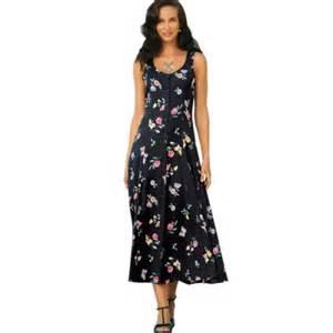 robe longue imprim 233 fleuri fond noir blanche porte