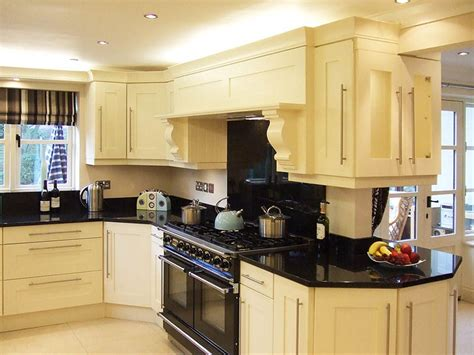 pictures of kitchens with cream cabinets cream kitchen designs cream kitchen cream gloss kitchen