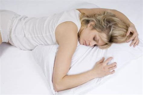 auf dem bauch schlafen schnarchproblem zusammen zu schlafen ist gut f 252 r die