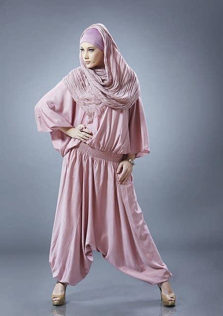 Dress Hijau Pasmina ria miranda sosok muslimah sebagai desainer muda indonesia