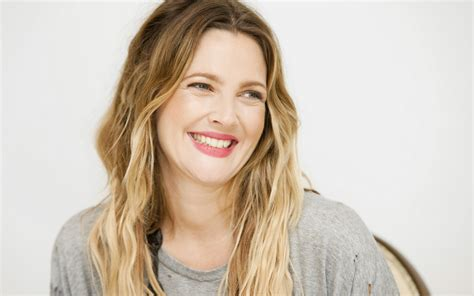 gorgeous old hollywood actresses 42 years old hollywood actress drew barrymore has a new