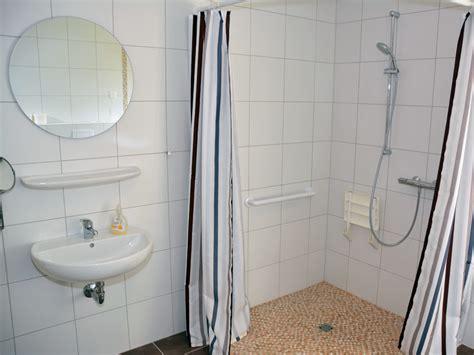 behindertengerechte dusche behindertengerechte dusche raum und m 246 beldesign inspiration