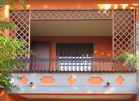 recinzioni in legno per terrazzi legno per balconi grigliati in legno per terrazzo e