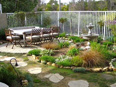 rustic bakcyard garden house design with footpath and