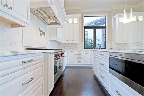 White Kitchen Backsplash Tiles by 25 Stylish Galley Kitchen Designs Designing Idea