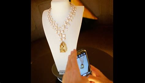 Kalung Berlian Emas Kuning 4 kalung berlian kuning ini harganya 635 5 miliar rupiah