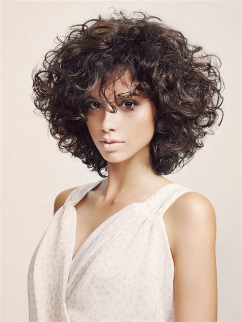 slimming effect hairstyle with curls that were shaped with layers