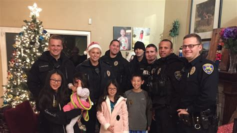 christmas present for cops officers buy presents for family that reported stolen gifts today