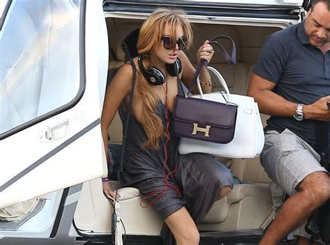 Lindsay Lohan With Louis Vuittons New Bon Bon Bag by Photos Lindsay Lohan Sein Dehors Apr 232 S Une Escapade En
