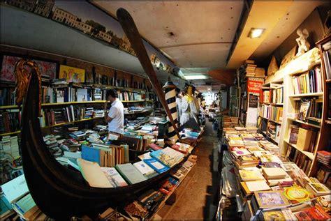 libreria dell acqua alta venezia venezia libreria acqua alta gli amanti dei libri