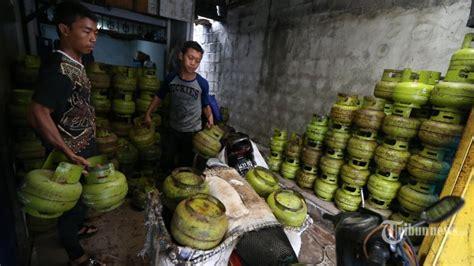 Rice Cooker Di Makassar gas langka warga terpaksa masak air pakai quot rice cooker