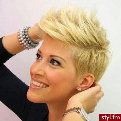 krtkie fryzury 2017 irokez wygolone boki undercut fryzury kr 243 tkie irokez damski