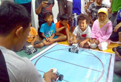Di Omah Coffee Kudus komunitas omah aksi kudus fasilitasi kegiatan belajar yang