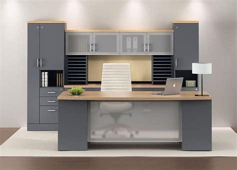Modern Executive Office Desks Best 25 Executive Office Ideas On Pinterest Executive Office Desk Corporate Office Design