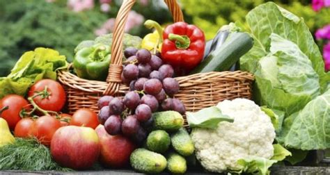diet with whole grains fruits and vegetables eat more green leafy vegetables fruits whole grains and