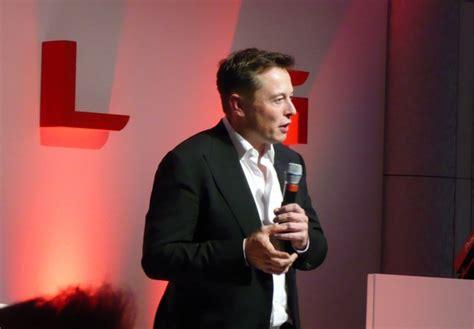 Ceo Tesla Elon Musk As No Central Model 3 Speedo