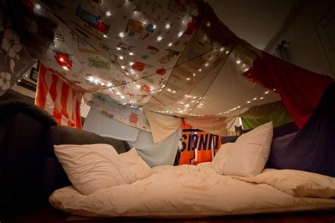 How To Make A Fort Out Of Blankets And Pillows by Date Blanket Fort Dates We Want To Do