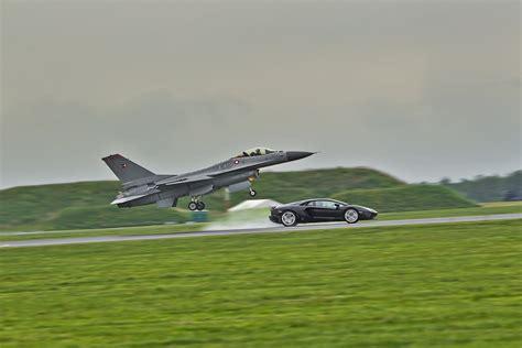 F 16 Vs Lamborghini by F16 Fighting Falcon Vs Lamborghini Aventador