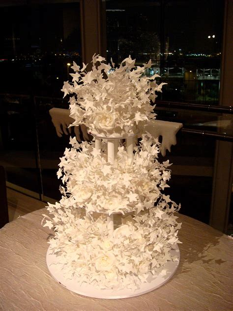 file amazing wedding cake february 2008 jpg wikimedia commons