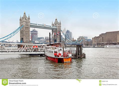 thames river boats tower hill thames river boat stock photo image 32031120