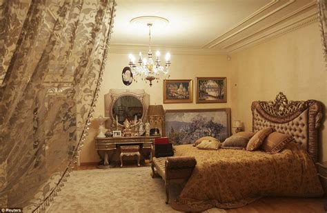 ucraine a letto viktor pshonka ukraine s prosecutor general s opulent