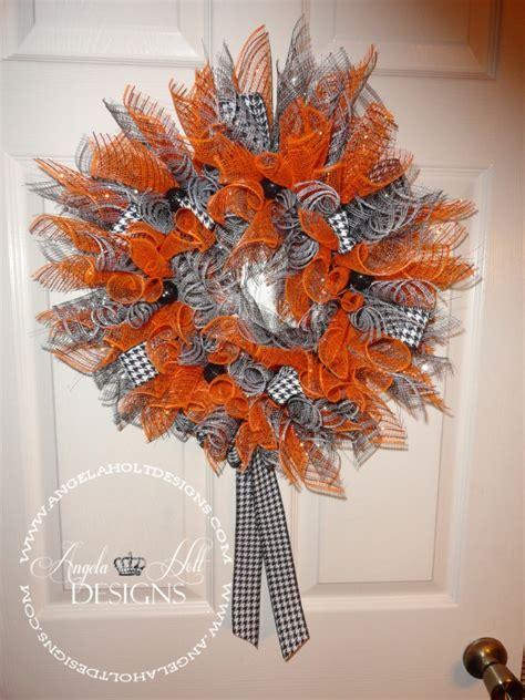 how to make mesh wreaths with two colors deco mesh wreaths diy wreath