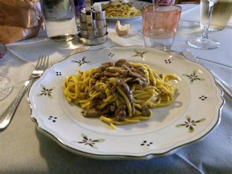 come cucinare i funghi prugnoli spaghetti con funghi prugnoli foto di osteria della