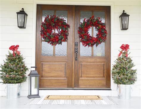 porch christmas decorations 20 beautiful christmas porch ideas diy christmas decorating