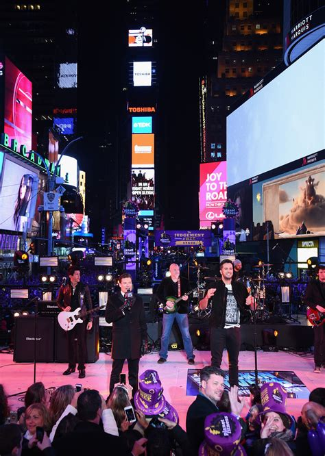 times square new years 2016 luke bryan photos photos new year s 2016 in times