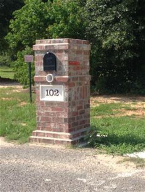 how to decorate a square brick mailbox for christmas quality mailboxes mail box brick mailbox mailbox ideas and bricks