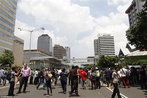 jakarta bomber blows himself up outside shopping centre leaving seven dead ethiogrio