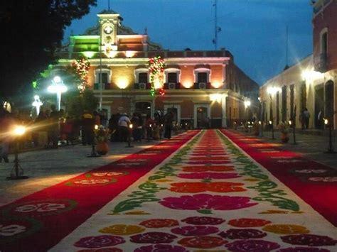 alfombra mexicana alfombra en tlaxcala capital al fondo palacio de gobierno