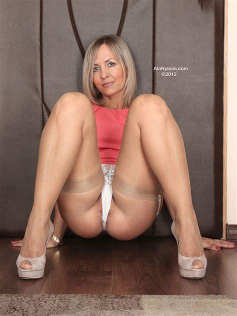 blonde moms spread slit ae2809f55cd11b11686113c60dc86d2e jpg 736 215 981 sexy hoty